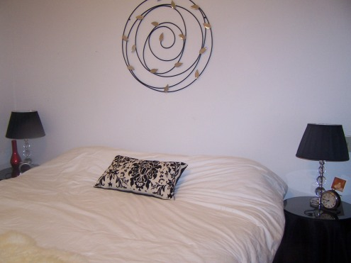 This is the bed.  Matching side tables and lamps.