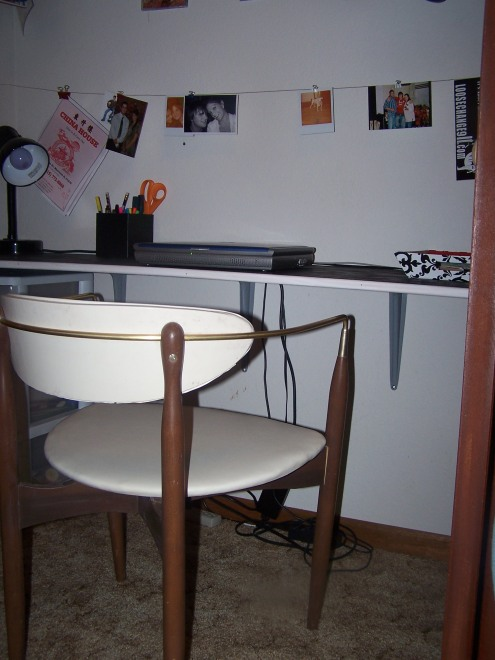 The chair that we are using right now as the desk chair was found in the garbage. I hate to admit that, but it was perfect and I couldn't pass it up! All it needed was a good scrubbing (thank you Magic Eraser!). I thought it was so vintage cute, so I made Tony go swipe it. Gorgeous.