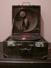 Old record player. by MFinChina (Flickr)