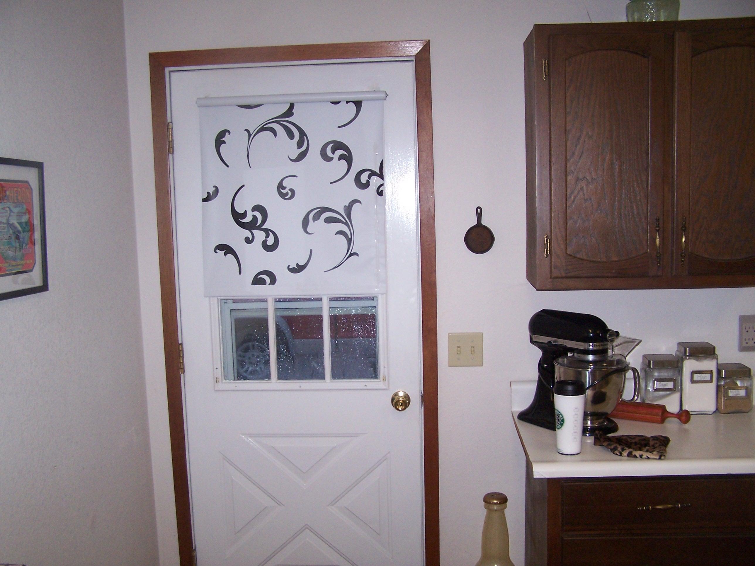 Kitchen door window curtains - Blog Pics Rollershade 002