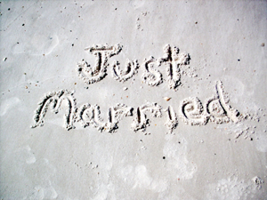 http://images.google.com/imgres?imgurl=http://www.beachbrideweddings.com/images/Just%2520Married.jpg&imgrefurl=http://www.beachbrideweddings.com/PAckages.htm&usg=__mnb_JrH_3ys2HjuLyCy3SszCFu4=&h=225&w=300&sz=70&hl=en&start=142&um=1&tbnid=hVrCzuLtdOPQmM:&tbnh=87&tbnw=116&prev=/images%3Fq%3Dbeach%2Bwedding%2Bdecor%2Bpictures%26ndsp%3D18%26hl%3Den%26sa%3DN%26start%3D126%26um%3D1