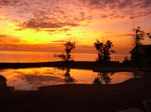 http://media-cdn.tripadvisor.com/media/photo-s/00/12/96/3c/sunset-in-our-yard.jpg