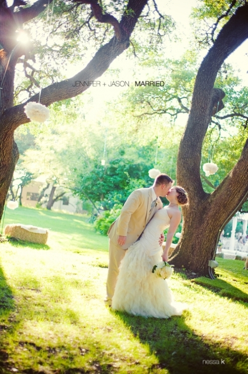 http://greylikesweddings.wordpress.com/2009/08/10/real-wedding-jennifer-and-jason/